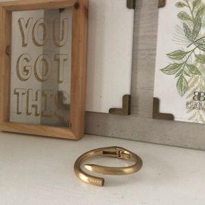 Gold clasp bracelet